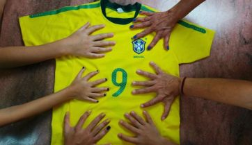 Members of the da Silva family in a show of unusual hands. June 20, 2014. Photo by Reuters